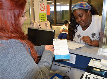 Student receiving help from Financial Aid